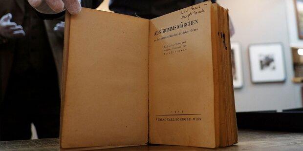 Anne Frank-Buch für 54.400 Euro versteigert