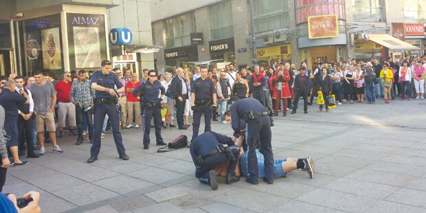 Verwirrter bedrohte Passanten am Stephansplatz
