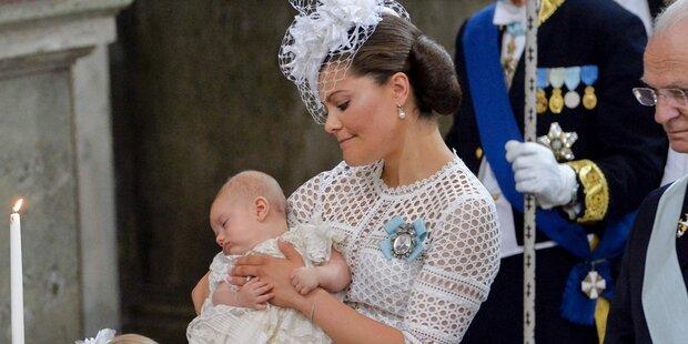 Prinz Oscar verschläft seine Taufe