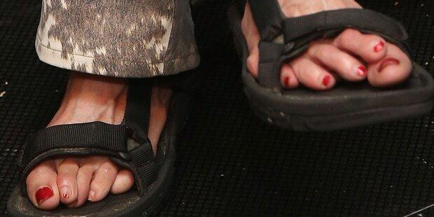 Wem gehören diese schiefen Zehen?