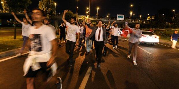 Militär feuert in Menschenmenge - 17 Tote!