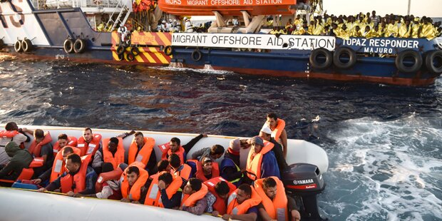 Identitäre sammeln Geld, um Flüchtlingsretter im Mittelmeer zu stoppen