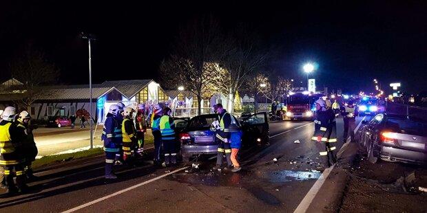 Verkehrsunfall mit sechs Autos auf B20