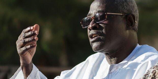 Gambia: Wahlsieger Barrow als neuer Präsident vereidigt