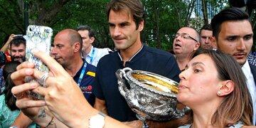 Details bekannt: Vertrag: Muss Federer bis 40 spielen?
