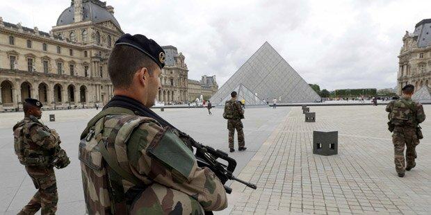 Louvre abgeriegelt