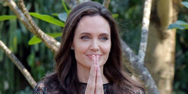 Hier isst Angelina Jolie eine Spinne
