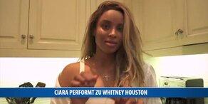 Ciara performt zu Whitney Housten