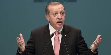 Merkel weist Erdogans Nazi-Vorwurf zurück