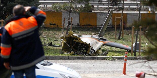 Hubschrauber kracht in Fernsehturm: Mehrere Tote