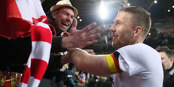 Tor Des Jahres Lukas Podolski Gewinnt Mit Abschiedstor Die Gold