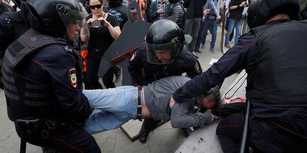 Hunderte Demonstranten in Moskau festgenommen