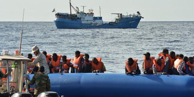 Spanische Küstenwache schnappt fast 600 Flüchtlinge auf