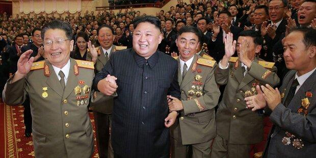 So ausgelassen feiert Kim seinen Bomben-Test