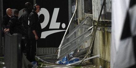 Tribünengeländer stürzt in Frankreich ein - Viele Verletzte