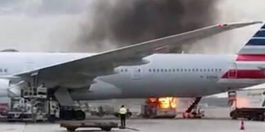 Feuer auf Rollfeld des internationalen Flughafens