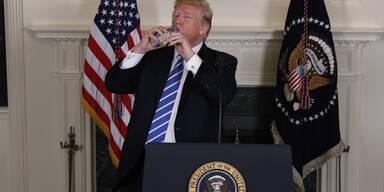 Trump und Wasserflasche