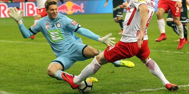Nach 0:5 - Sturm-Goalie attackiert Schiri