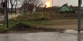 Video zeigt Gasstation in Flammen