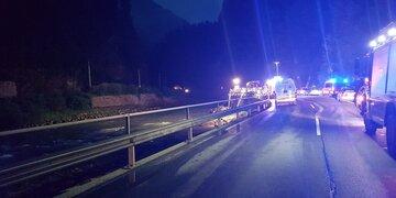 Auto stürzt in Salzach