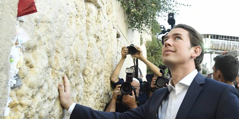 Hier besucht Kurz die Klagemauer in Jerusalem