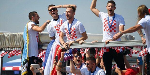 Cheerleader-Empfang für Kroatien-Helden