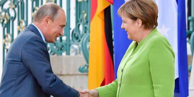 Nach Kneissl Hochzeit Putin Traf Merkel Auf Schloss Meseberg