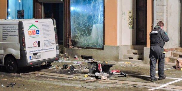 Verdacht auf Anschlag: Schwere Explosion vor AfD-Büro