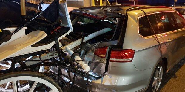 Wien: Fiaker spießt Auto an Kreuzung auf