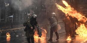 Athen: Rechtsextreme stecken Stadt in Brand