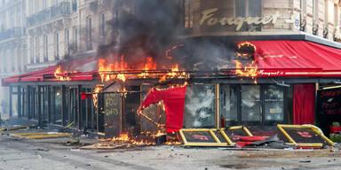 """Paris brennt wieder! """"Gelbwesten"""" fackeln Champs-Élysées ab"""
