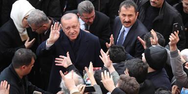 Erdogans Partei liegt vorne