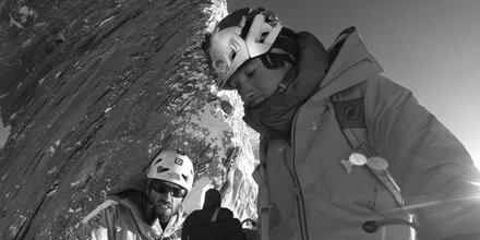 Star-Kletterer unter Eiswand begraben