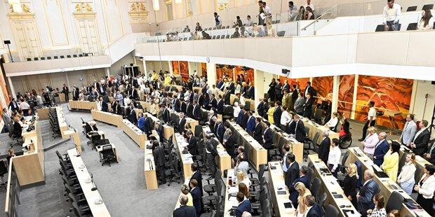 Antragsflut im Parlament kostet 100 Millionen Euro