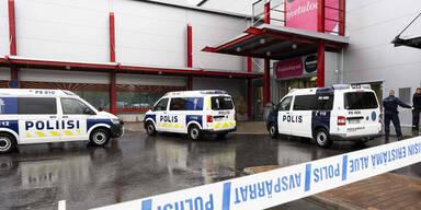 Kuopio Finnland Attacke Schule Säbel