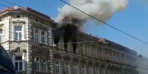 Großeinsatz der Feuerwehr bei Wohnungsbrand auf Thaliastraße