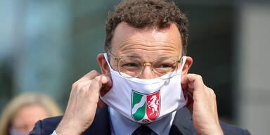 deutscher Gesundheitsminister Spahn mit Maske