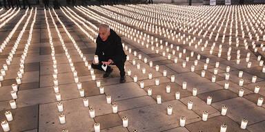 Mehr als 5.000 Kerzen im Gedenken für Corona-Tote