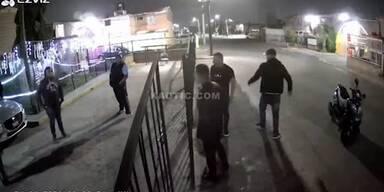 Mann zieht bei Auseinandersetzung Waffe - und bereut es sofort