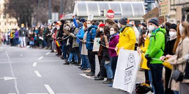 Klima-Demo: Menschenkette am Ring legte Verkehr lahm