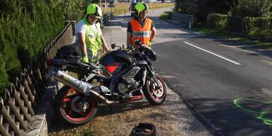 Biker (55) crasht gegen Brückengeländer – tot