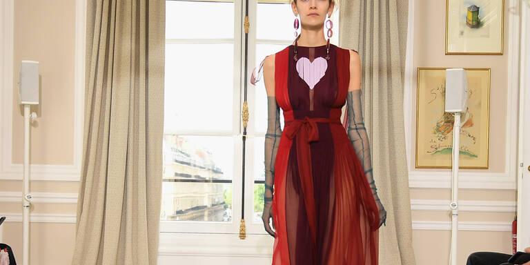 Pariser Haute Couture startet dynamisch durch