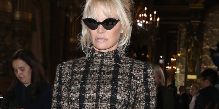 Trauernde Pamela Anderson bei Fashion Week in Paris