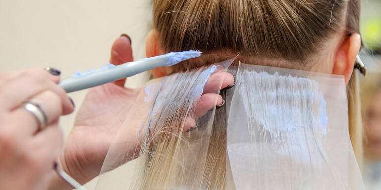 Haarfärbemittel und Krebsrisiko untersucht
