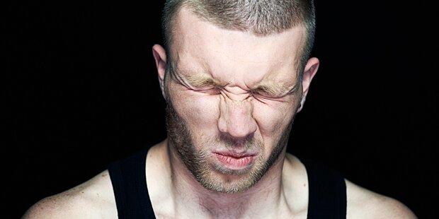 Streit eskaliert! Frau beißt Mann fast Hoden ab
