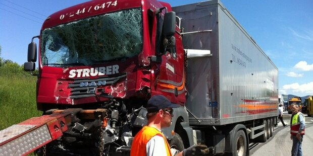 Schwerer LKW-Unfall bei Wallersee