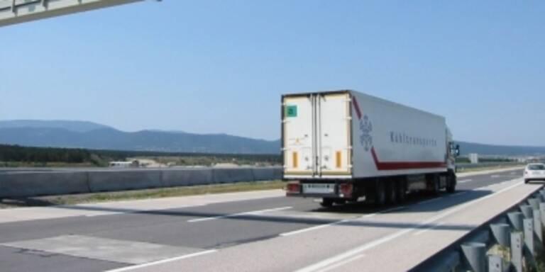 Lkw-Fahrer fuhr bewusstlos auf Autobahn