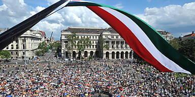 Kopie von Moody's stufte sieben ungarische Banken herab