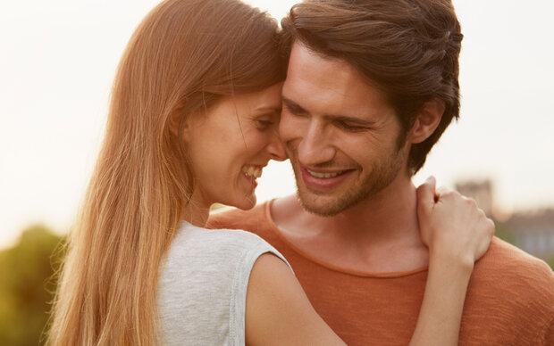 Wenn im besten Fall eine Beziehung aus dem Date entsteht, schämen sich viele Pärchen.