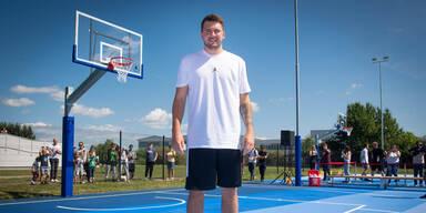 2K Foundations weiht gemeinsam mit Luka Dončić zwei Basketball-Courts ein